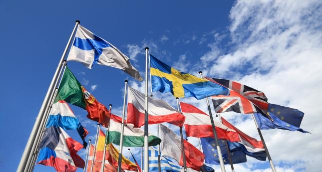 EU haluaa tasa-arvoa vanhempainvapaisiin ja itsensä työllistäjien työehtoihin